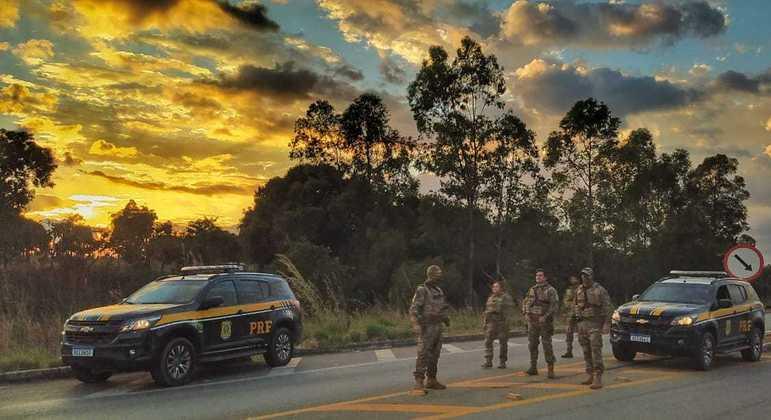 PRF faz bloqueios nas estradas para impedir fuga de Lázaro Barbosa no 13º dia de buscas