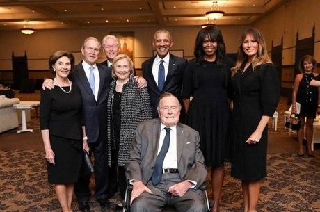 Ex-presidentes foram ao velório de esposa de Bush