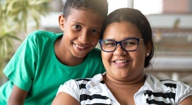 Estrela do meme 'cabeleireira Leila', Joseane é diarista e mora em São Mateus