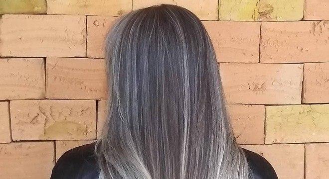 Cabelo cinza - Conheça como ter, cuidar e os vários tipos