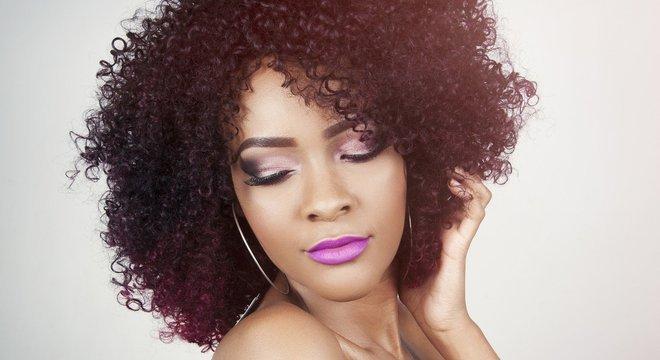 Veja alguns produtos para manter os cabelos bem cuidados, sem sair de casa