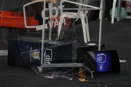 Após chutar cabine do VAR, Gatito de desculpou nas redes sociais