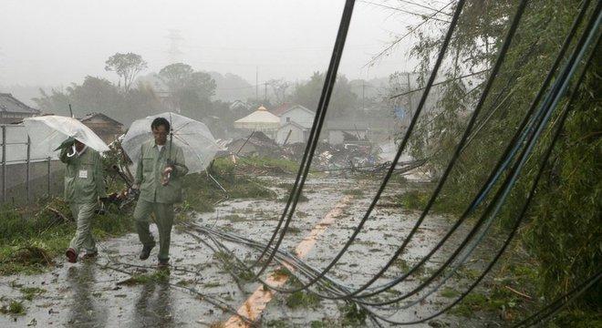 Cabos elétricos capiram por causa de ciclone