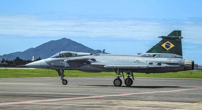 Vista do novo caça Gripen, da Força Área Brasileira (FAB), no Aaeroporto Ministro Victor Konder, em Navegantes, no litoral norte de Santa Catarina