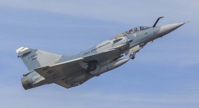 Caça francês Mirage 2000 C/B é capaz de voar a 2.336 km/h