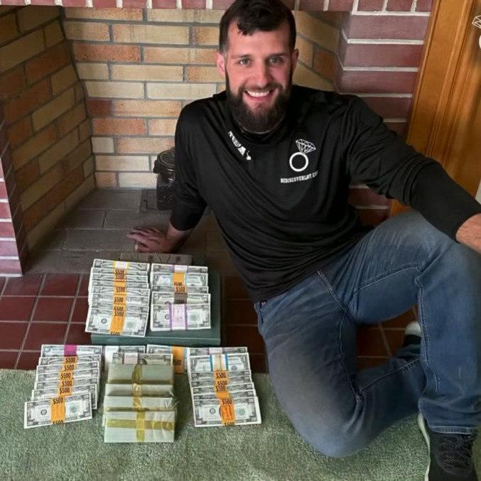 Dinheiro estava escondido na casa desde a década de 50