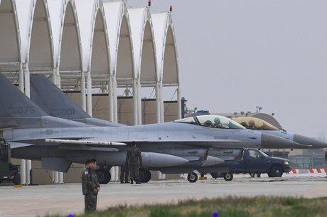 Caças sul-coreanos em base americana na cidade de Gunsan; Coreia do Norte fala que exercícios militares são 'provocação'