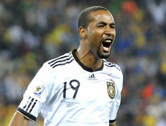 Cacau: desde os 18 anos no futebol alemão, Cacau se destacou e foi logo chamado para defender o país que passou boa parte da carreira, aceitando o pedido e mudando a sua cidadania oficialmente.