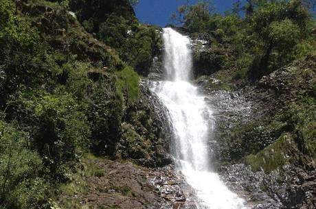 Cachoeira fica em local de difícil acesso