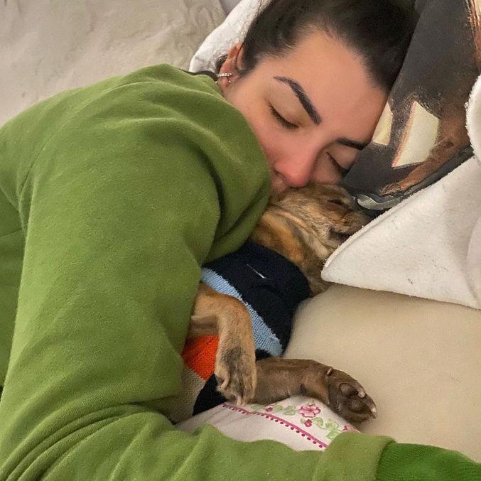Gustavo dormindo com Petra