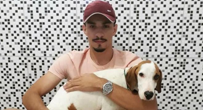 Lucas salvou o Valente e agora quer curar o cachorro