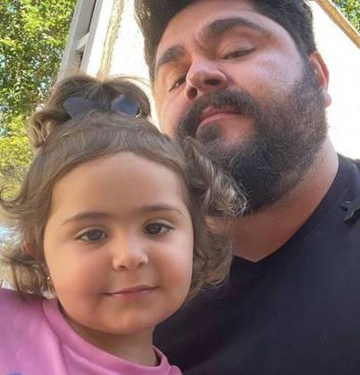 A semelhança entre pai e filha é bastante comentada entre os seguidores