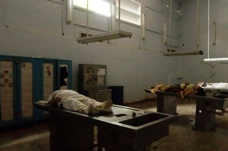 Os cadáveres têm ficado semanas e até meses no necrotério onde não há condições mínimas de conservação