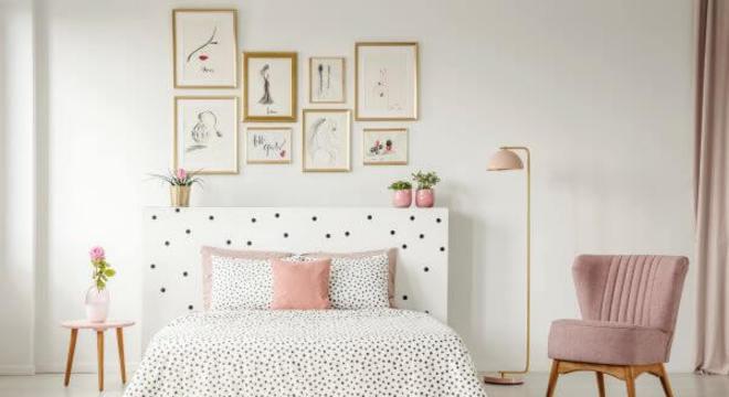 Cadeira rosa para quarto combinando com o tapete