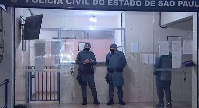 Suspeitos foram detidos após breve perseguição