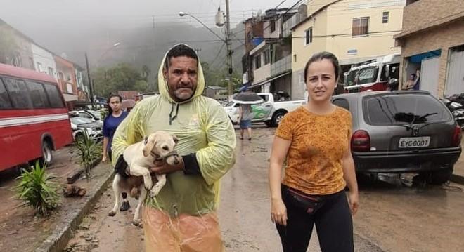 """Esquipe da Proteção e Bem-Estar Animal de Guarujá resgatam a """"Guerreira"""""""
