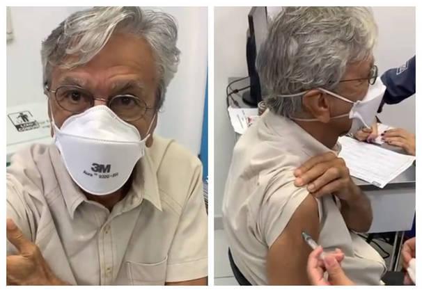 Caetano Veloso foi vacinado contra acovid-19no dia 4 de março. O cantor e compositor de 78 anos foi gravado pela mulher, Paula Lavigne, recebendo o imunizante. Nas redes sociais, o músico comemorou.