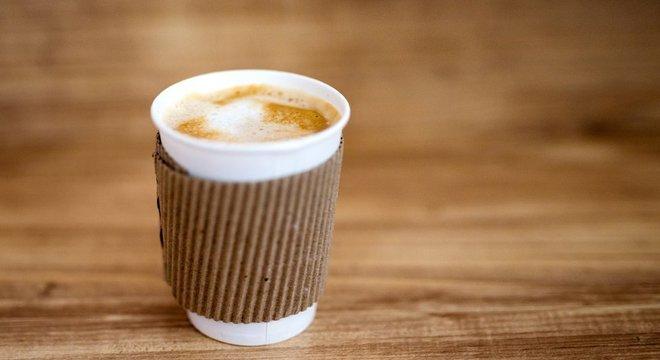 Ainda que muitos de nós sintamos seu efeito imediatamente e não consigamos pensar num dia sem ele, o café está na mira de muitos especialistas