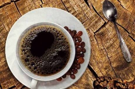 O conhecimento dos efeitos do café tornou-se conhecido e no século XVI foi torrado pela primeira vez na Pérsia.