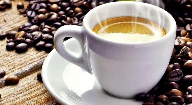 Café fresquinho, feito em casa e de maneira prática: encontre sua cafeteira na Amazon