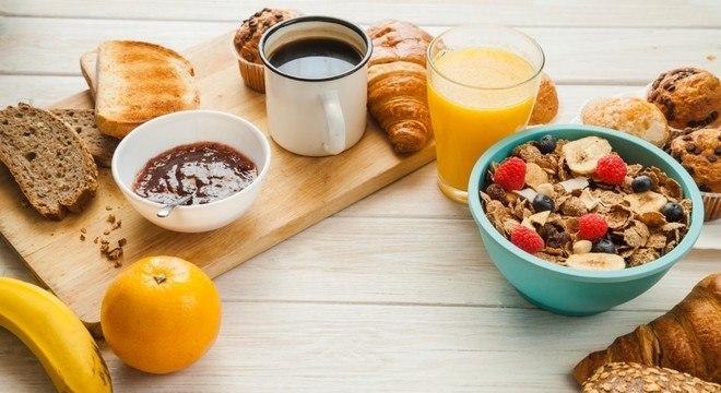 Faça um café da manhã para o seu amor neste Dia dos Namorados