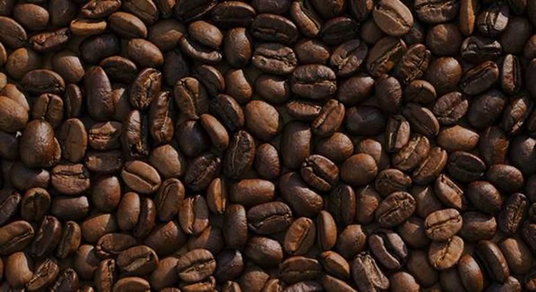 Café chegou ao Brasil por volta de 1700; bebida pode ser consumida de diferentes formas.