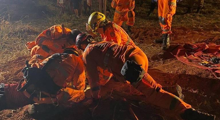 Resgate durou cerca de 4 horas e entrou durante a noite