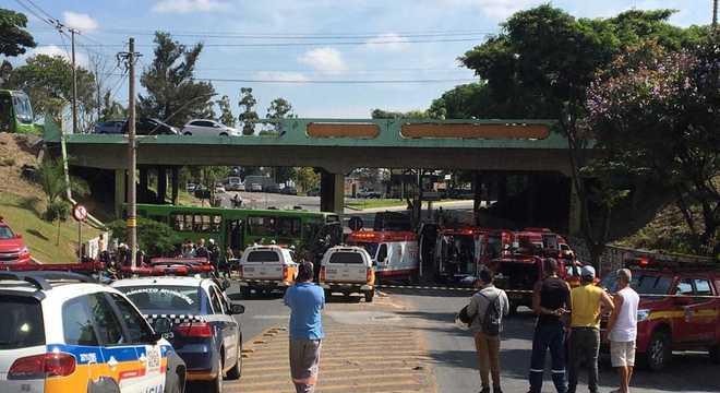 Ônibus circulava pela avenida João César de Oliveira
