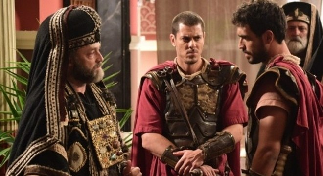 Caifás ordena a prisão de Jesus, mas Ele some no meio da multidão