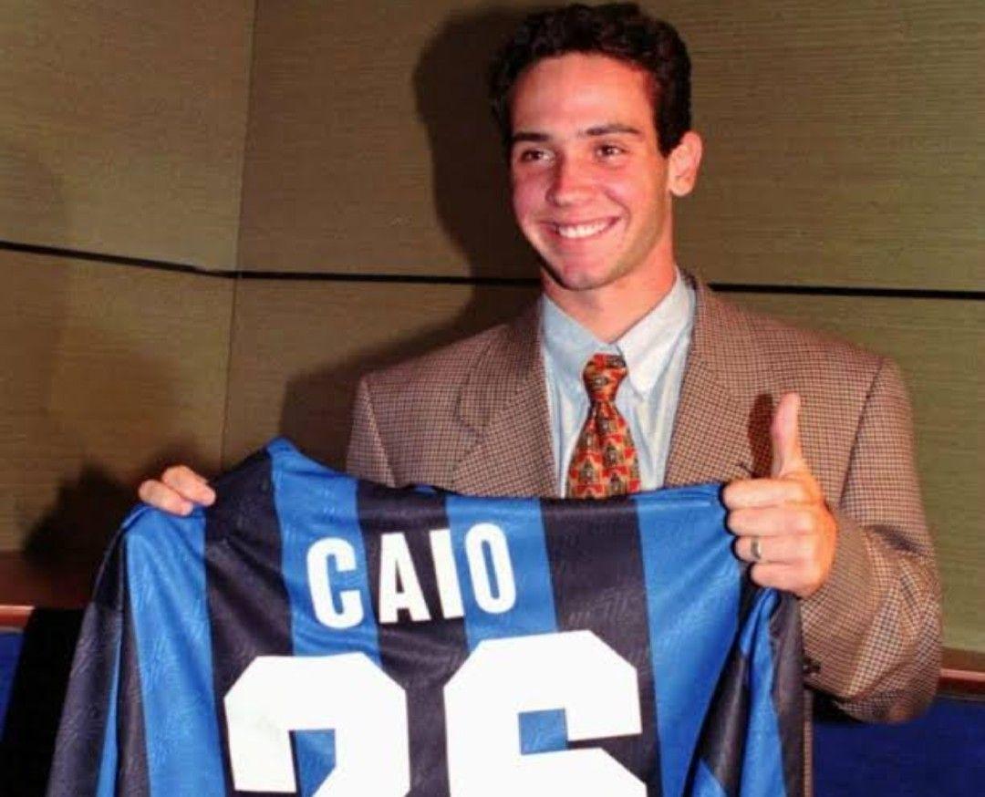 Caio desventura na Inter de Milão. Não se firmou fora do São Paulo. Foi um atacante mediano