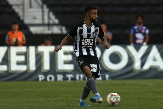 Caio Alexandre, de 21 anos, é volante do Botafogo e tem valor de mercado atualmente em 900 mil euros (R$ 5,9 milhões). Seu contrato é válido até 31 de dezembro de 2022.