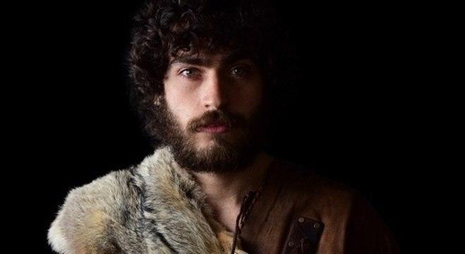 Caio Menck estreia nas novelas como o caçador Togarma, em Gênesis