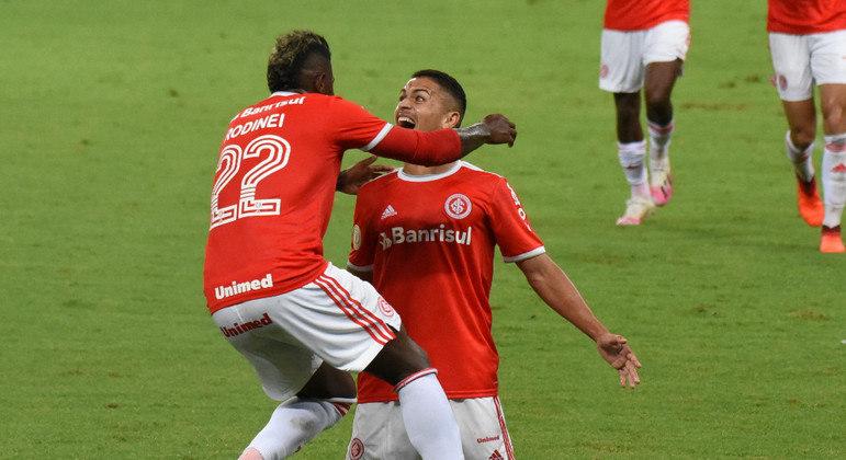 Caio Vidal fez seu primeiro gol no Brasileirão e ajudou Inter a vencer