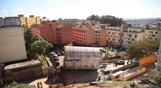 Caixa d'água que caiu no bairro de Serraria