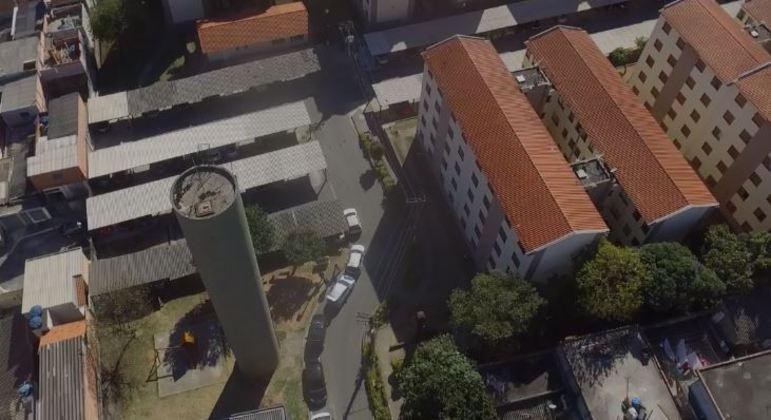 Vazamento de caixa d'água de 30m assusta moradores de condomínio com 170 famílias