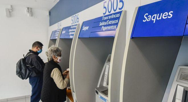 Caixa libera saque o auxílio que pode ser feito nos caixas eletrônicos, agências e lotéricas