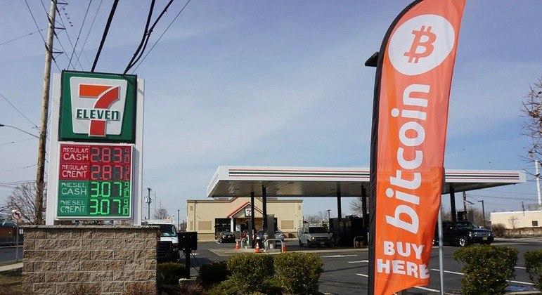 Um posto de combustível em Lawrenceville, Nova Jersey