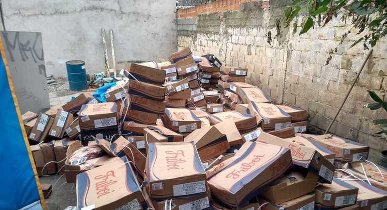 Polícia encontra caixas de carne nos fundos do lava rápido em Osasco