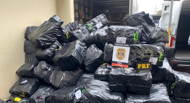 Polícia de São Paulo localiza carga com 10 mil calçados falsificados