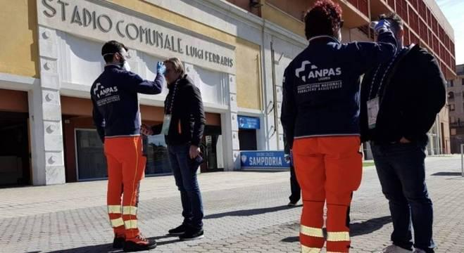 Controle de segurança, à frente do Luigi Ferraris de Gênova