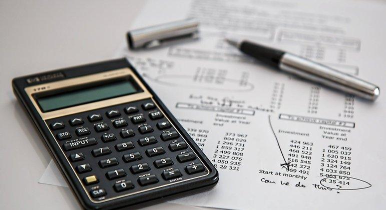 Juros do cartão crédito e do cheque especial seguem em alta