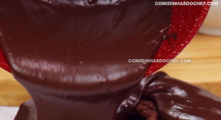 Calda de Chocolate para Bolo de Cobertura