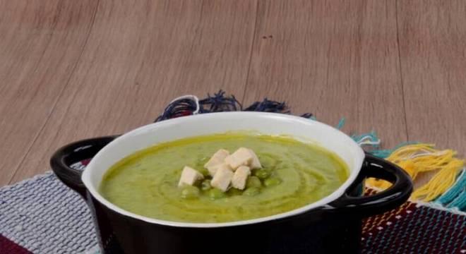 Caldo de ervilha, hortelã, gengibre e tofu