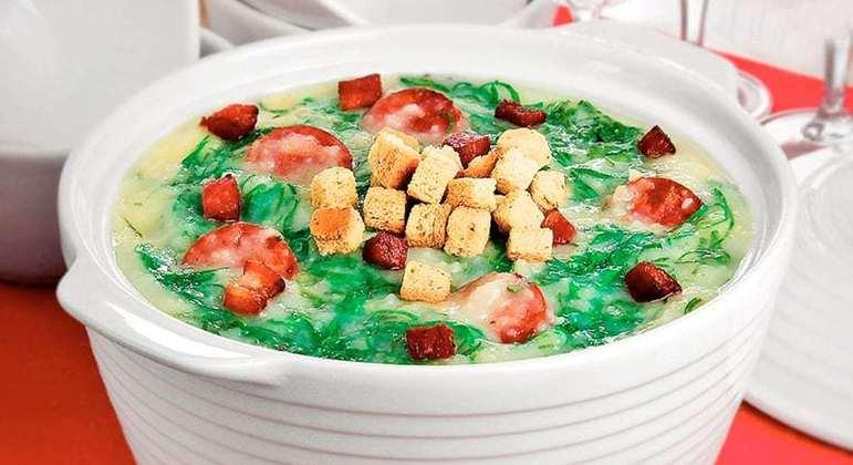 Caldo verde com calabresa e bacon