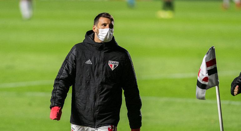 Jonathan Calleri entre os reservas do São Paulo nesta quarta-feira (22)
