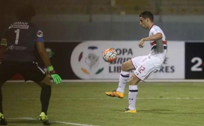 Calleri - O atacante Calleri estreou no São Paulo em um empate com o César Vallejo, do Peru, no dia 3 de fevereiro de 2016. A partida valeu pela Libertadores e o jogador argentino marcou um gol.