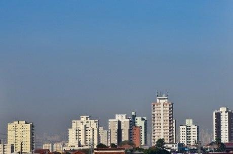Dia de sol e calor na zona norte de São Paulo