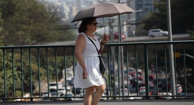 Máxima deve ultrapassar os 31°C neste domingo (15), dia de votação