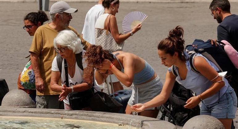 Italianos sofrem com a forte onda de calor que atinge o continente