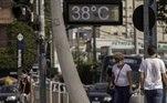 Termômetro marca 38° na Avenida Prof. Noé de Azevedo, zona sul de São Paulo, na tarde desta quinta-feira (10)